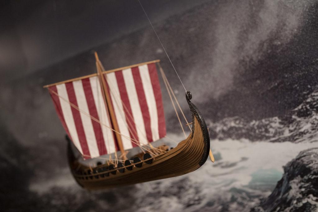 Viikinkialuksen pienoismalli