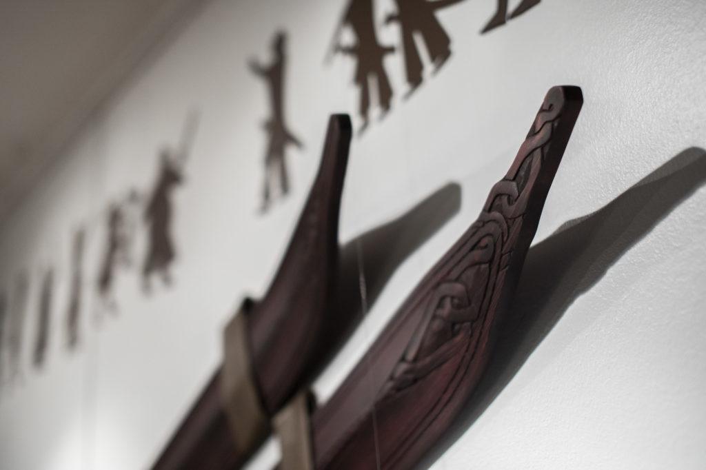 Koristeelliset suksen kärjet. Suksien esikuvana ovat Euran Junnilan tilalta löydetyt sukset.